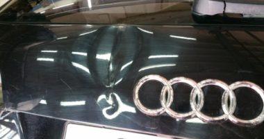 вмятина на крышке багажника Ауди